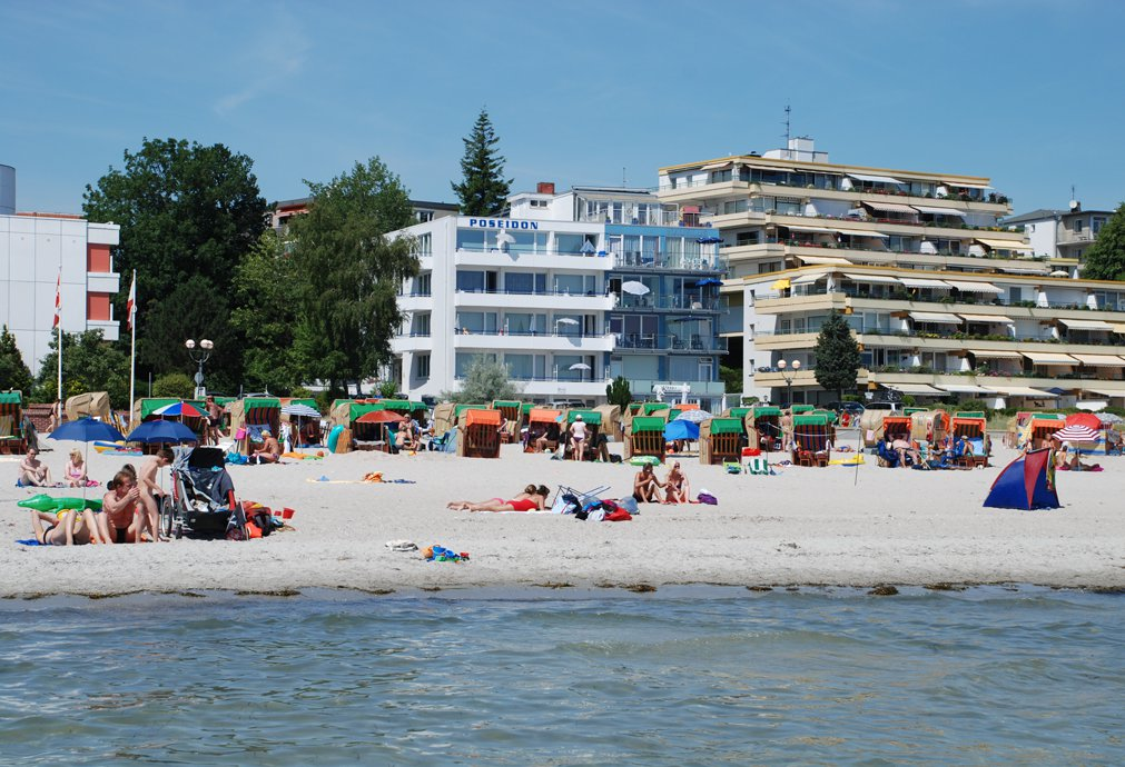 Appartement hotel poseidon direkt am strand uferstr for Hotel in warnemunde direkt am strand