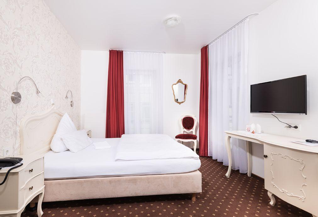 Hotel Einhorn - Rinderbacher Gasse 10, 73525 Schwäbisch